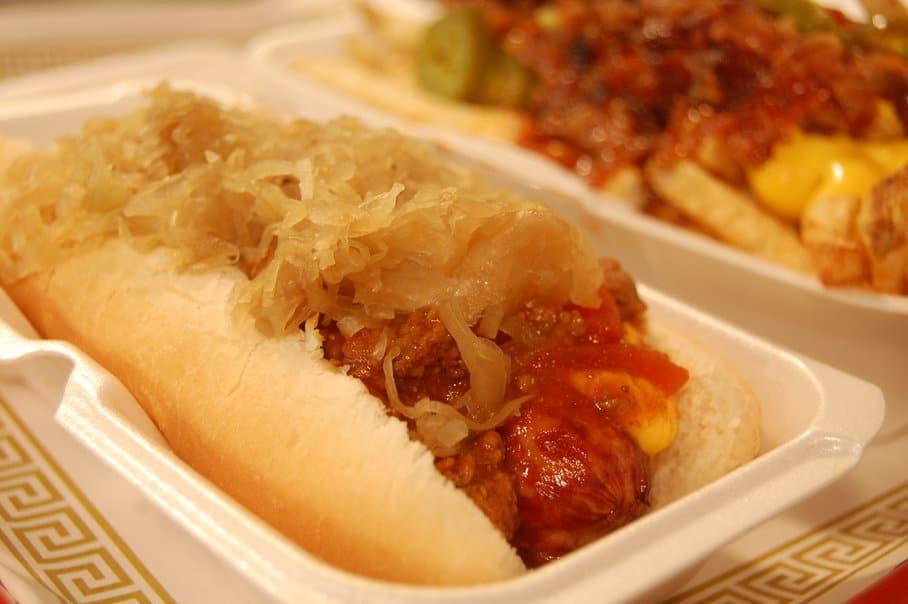 hotdog s kysaným zelím