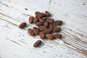 nepražené kakaové boby