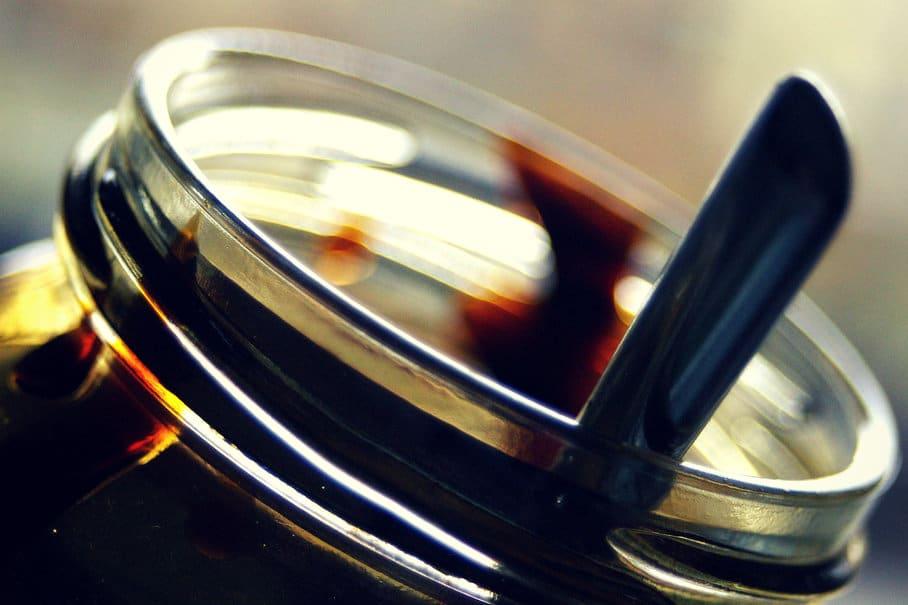 sklenice s melasou
