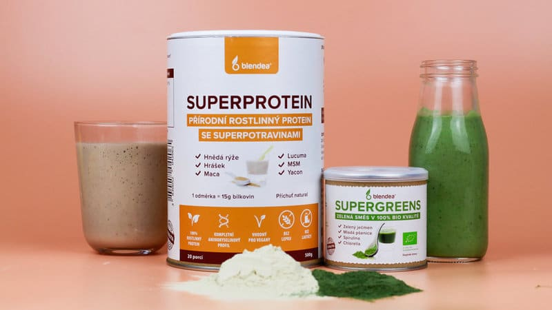 Blendea SUPERGREENS a SUPERPROTEIN