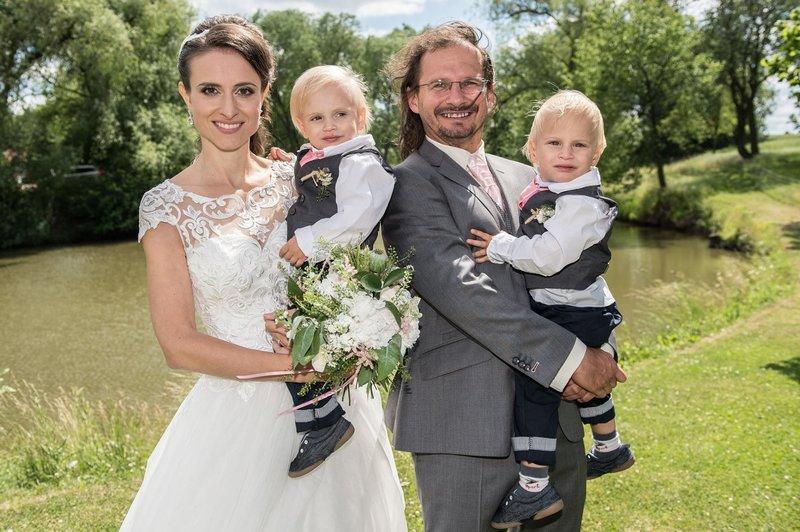 Vláďa Mikuláš s manželkou Denisou a dětmi